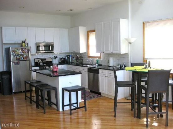 5 Bedrooms 3 Bathrooms Apartment for rent at 2717 N Wayne Ave in Chicago, IL