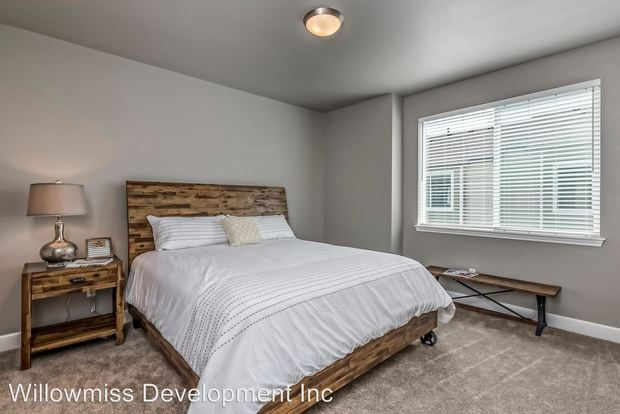 3 Bedrooms 2 Bathrooms Apartment for rent at 8500 E Mississippi Ave in Denver, CO