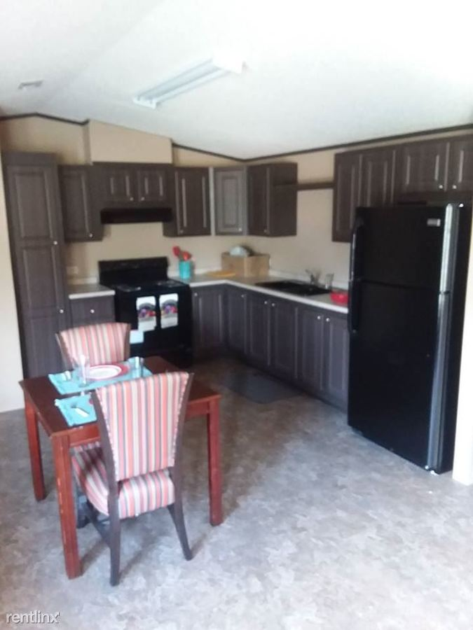3 Bedrooms 2 Bathrooms Apartment for rent at Williamsburg Rd in Albany, GA