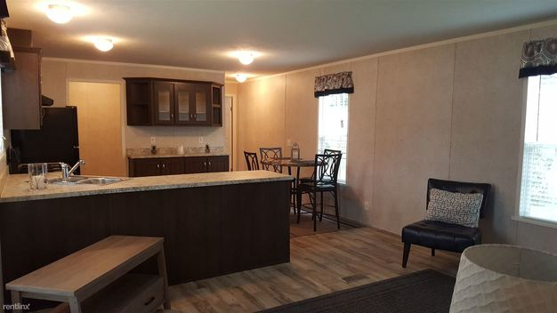 3 Bedrooms 2 Bathrooms House for rent at Aspen St & Terry Dr in Middletown, OH