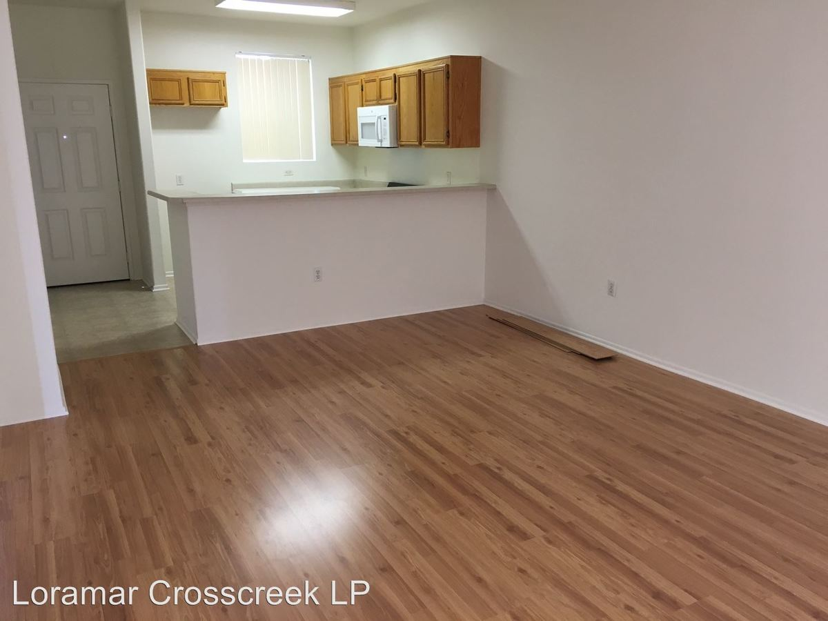 2 Bedrooms 2 Bathrooms Apartment for rent at 16710 Sherman Way in Van Nuys, CA