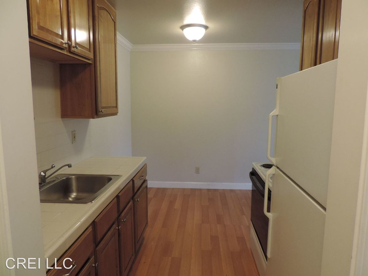2 Bedrooms 1 Bathroom Apartment for rent at 1207 Hopkins Avenue in Redwood City, CA