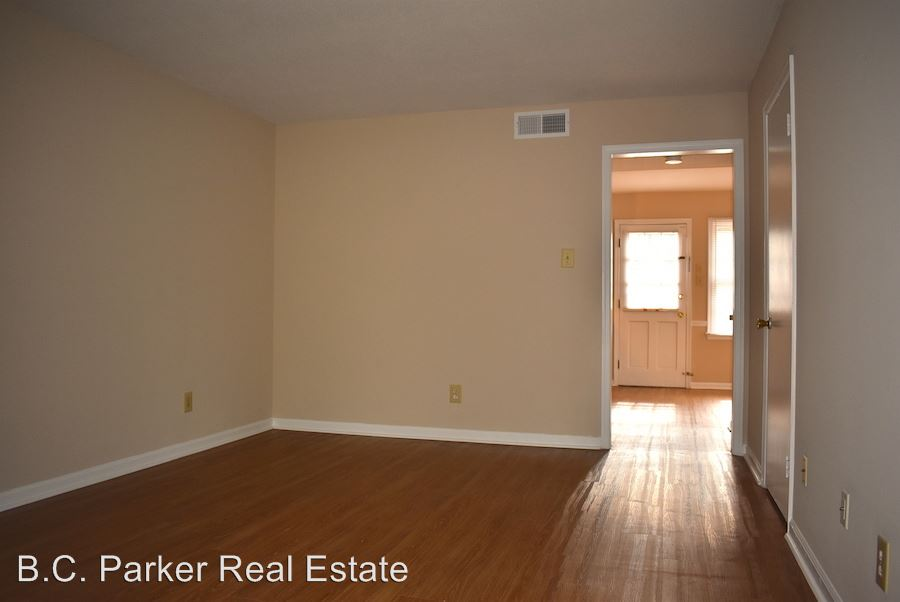 2 Bedrooms 1 Bathroom Apartment for rent at Trail Two & Highview Street Parliament House Apartments in Burlington, NC