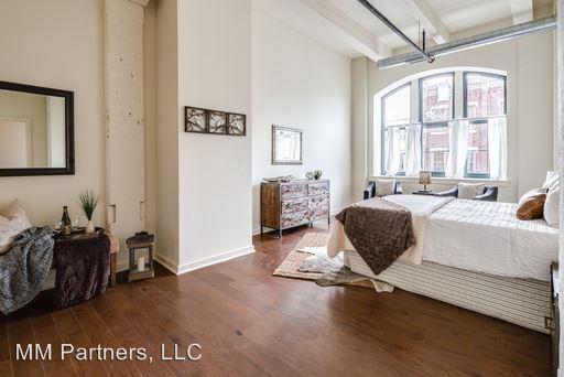 Studio 2 Bathrooms Apartment for rent at 1642 Fairmount Avenue in Philadelphia, PA