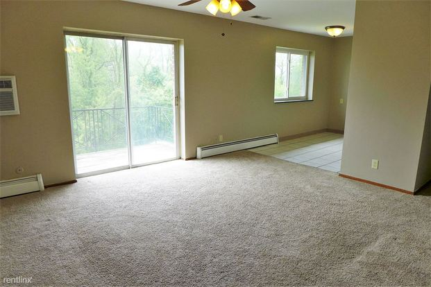 2 Bedrooms 1 Bathroom Apartment for rent at Oxford Apartments in Moon Township, PA