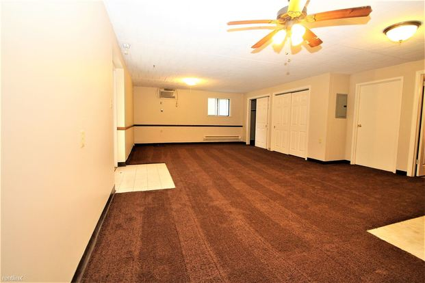 Studio 1 Bathroom Apartment for rent at Foxwood Apartments in Moon Township, PA
