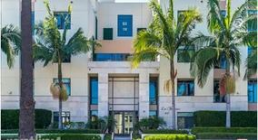 447 N Doheny Dr