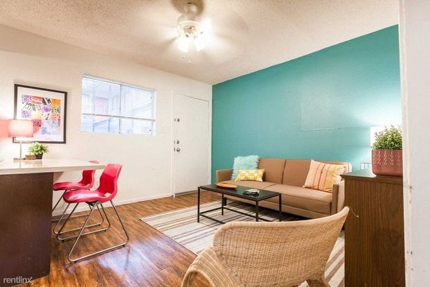 2 Bedrooms 1 Bathroom House for rent at 300 E Croslin St in Austin, TX