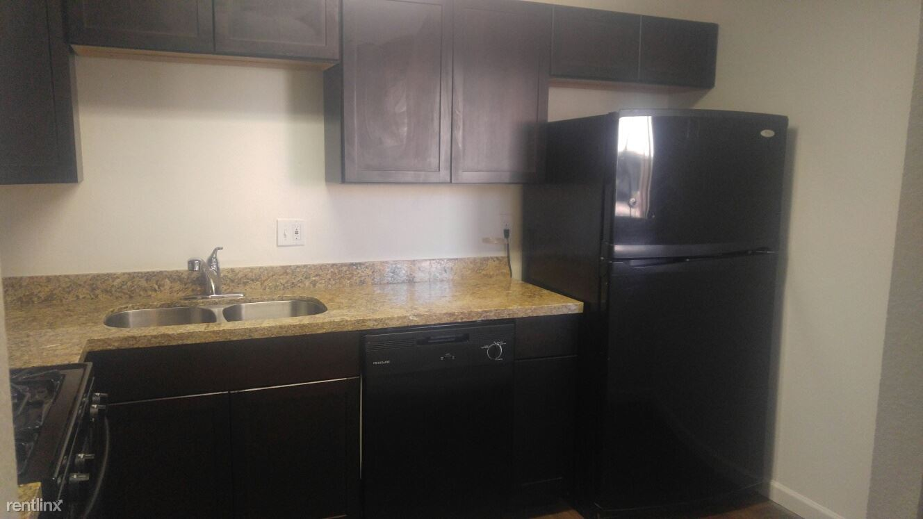 3 Bedrooms 2 Bathrooms Apartment for rent at Phoenician Palms in Phoenix, AZ