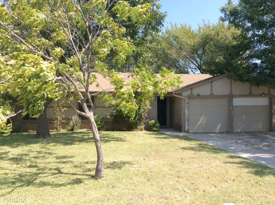 4 Bedrooms 2 Bathrooms House for rent at 501 S Walnut Creek Drive in Mansfield, TX