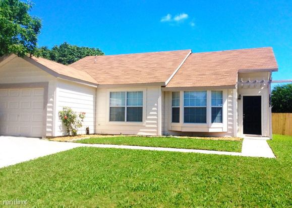 3 Bedrooms 2 Bathrooms House for rent at 1807 Wallingford Drive in Arlington, TX