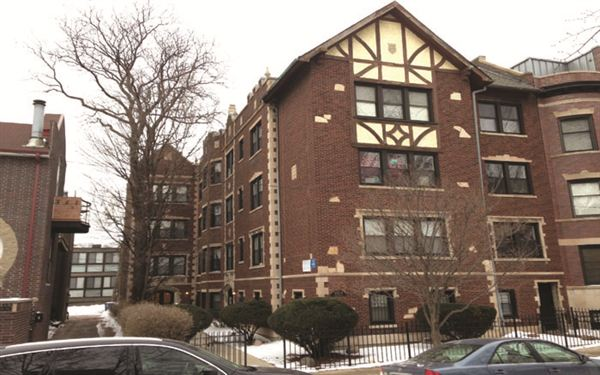2 Bedrooms 1 Bathroom Apartment for rent at Wellington in Chicago, IL