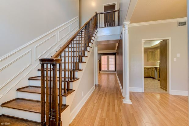 4 Bedrooms 2 Bathrooms House for rent at Carter Creek Town Homes in Bryan, TX
