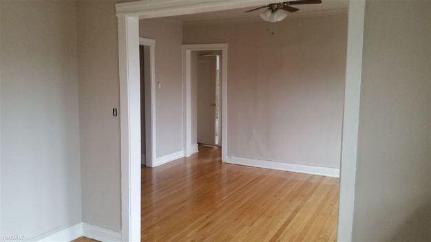2 Bedrooms 1 Bathroom Apartment for rent at 1642 W Pratt Blvd in Chicago, IL