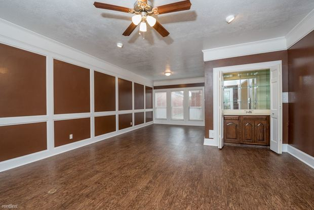 3 Bedrooms 2 Bathrooms House for rent at Carter Creek Town Homes in Bryan, TX