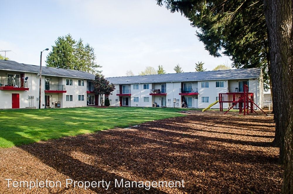2 Bedrooms 1 Bathroom Apartment for rent at 19511 Ne Halsey Street in Portland, OR
