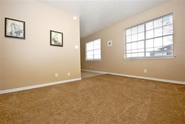 2 Bedrooms 1 Bathroom Apartment for rent at Colonial Elm Apartments in Tulsa, OK