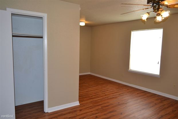 2 Bedrooms 1 Bathroom House for rent at 1528 Pine Ridge in College Station, TX