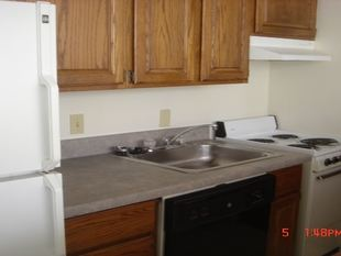 3 Bedrooms 1 Bathroom Apartment for rent at 404 N Thayer St in Ann Arbor, MI