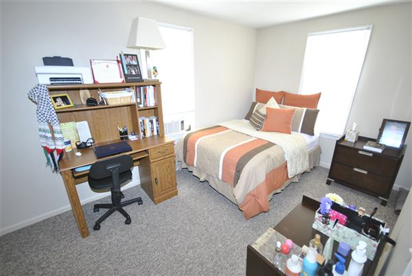 2 Bedrooms 1 Bathroom Apartment for rent at 211 E Madison St in Ann Arbor, MI