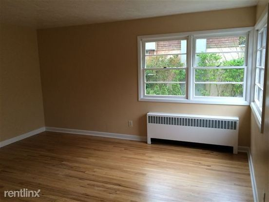 1 Bedroom 1 Bathroom Apartment for rent at Westover Tower Apartments in Portland, OR