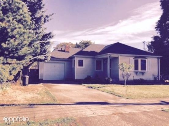 2 Bedrooms 1 Bathroom House for rent at 3222 Ne 79th Ave in Portland, OR