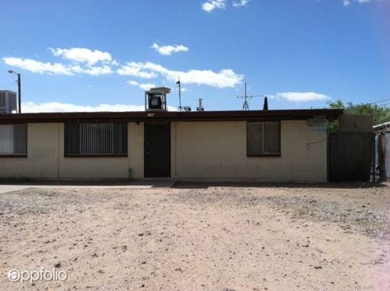 2 Bedrooms 1 Bathroom Apartment for rent at 320 W. Whitestone Pl in Tucson, AZ