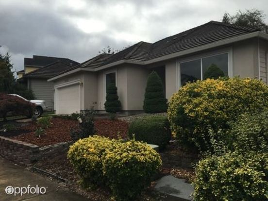 3 Bedrooms 2 Bathrooms House for rent at 16035 Se Flavel Drive in Portland, OR