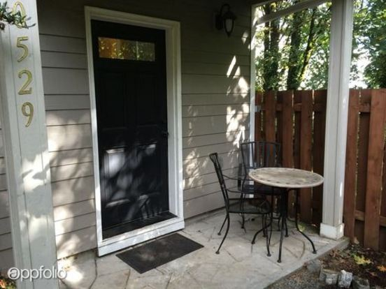 3 Bedrooms 2 Bathrooms House for rent at 0529 Sw Taylors Ferry Rd in Portland, OR