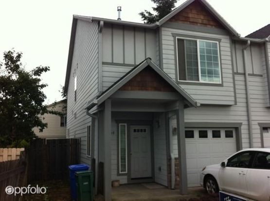 3 Bedrooms 2 Bathrooms Apartment for rent at 12518 Se Woodward Street in Portland, OR