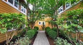 Similar Apartment at 4405 4527 Ne Hoyt St