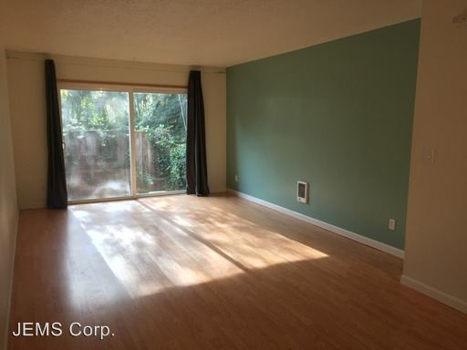 2 Bedrooms 1 Bathroom Apartment for rent at Se 40th Ave, 97202 in Portland, OR