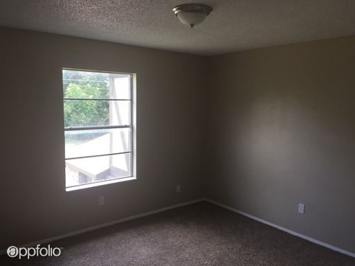 1 Bedroom 1 Bathroom Apartment for rent at 300 N Wells Ave in Hubbard, TX