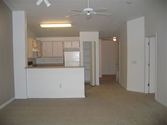 3 Bedrooms 2 Bathrooms Apartment for rent at South Parc At Bethany in Portland, OR