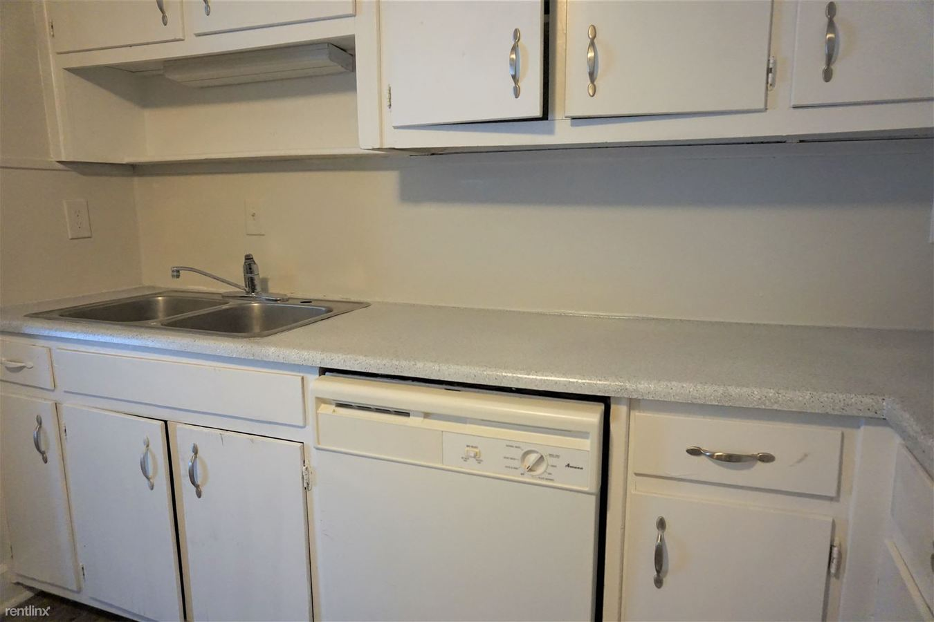 3 Bedrooms 2 Bathrooms Apartment for rent at Pines At Lawrenceville Apartments in Decatur, GA