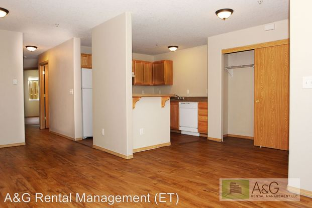 2 Bedrooms 1 Bathroom Apartment for rent at 11940 Se Ash Street in Portland, OR