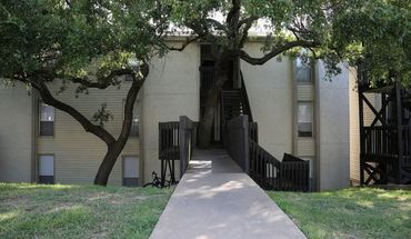 Similar Apartment at 3517 N Hills Dr
