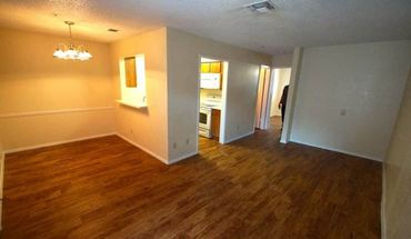 Similar Apartment at 2408 Manor Rd