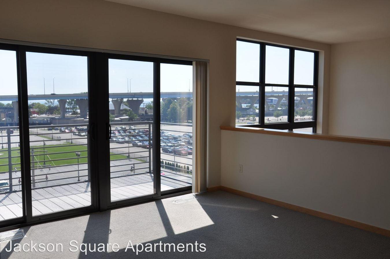 2 Bedrooms 2 Bathrooms Apartment for rent at Jackson Square in Milwaukee, WI