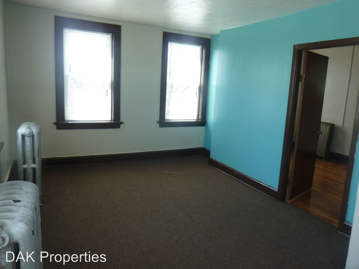 2 Bedrooms 1 Bathroom Apartment for rent at 1709 E Park Pl in Milwaukee, WI