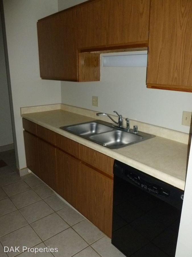 2 Bedrooms 1 Bathroom Apartment for rent at N114w15846 Sylvan Circle in Germantown, WI