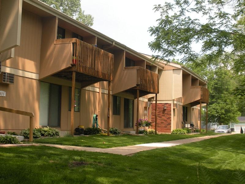 Apartments Near UW-Whitewater 417 N Elizabeth for University of Wisconsin-Whitewater Students in Whitewater, WI