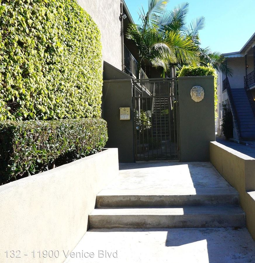 1 Bedroom 1 Bathroom Apartment for rent at 11900 Venice Blvd. in Los Angeles, CA