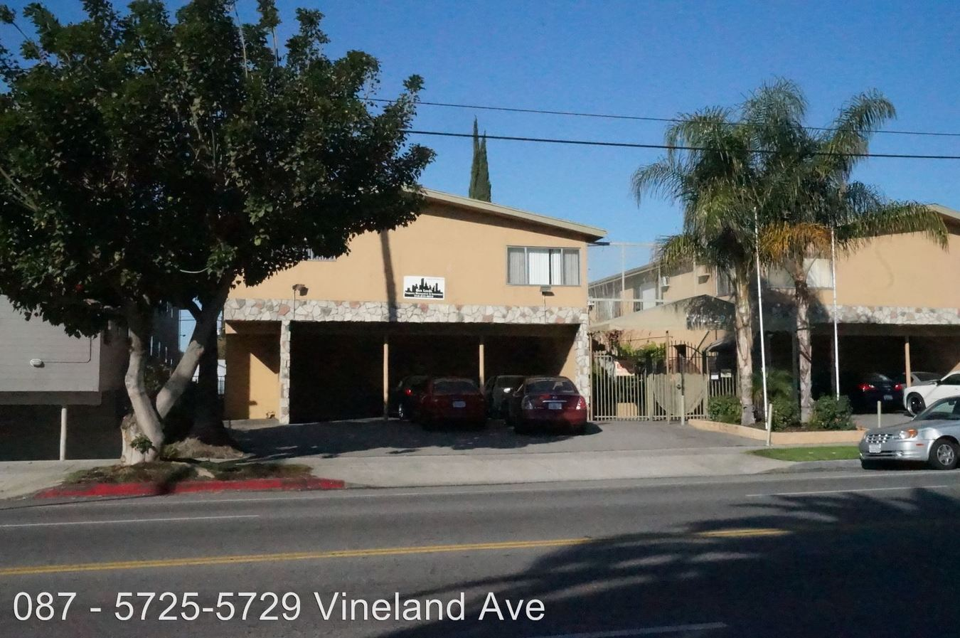 Studio 1 Bathroom Apartment for rent at 5725-5729 Vineland Avenue in North Hollywood, CA