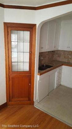 2 Bedrooms 1 Bathroom Apartment for rent at 4134 11th Ave Ne in Seattle, WA