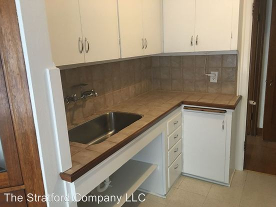4 Bedrooms 1 Bathroom Apartment for rent at 4134 11th Ave Ne in Seattle, WA