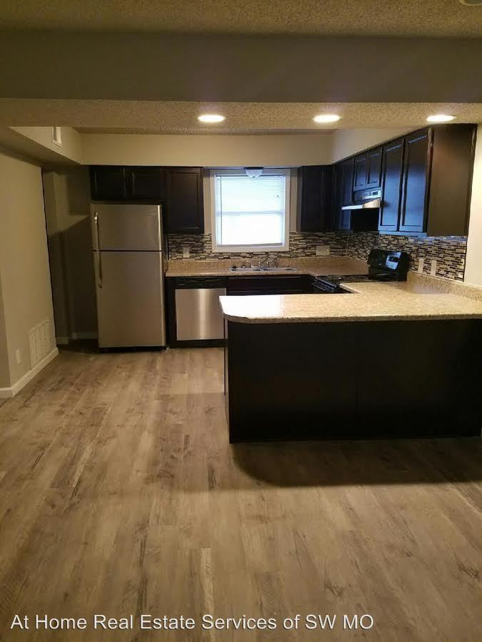 2 Bedrooms 1 Bathroom Apartment for rent at 930 S Campbell in Springfield, MO