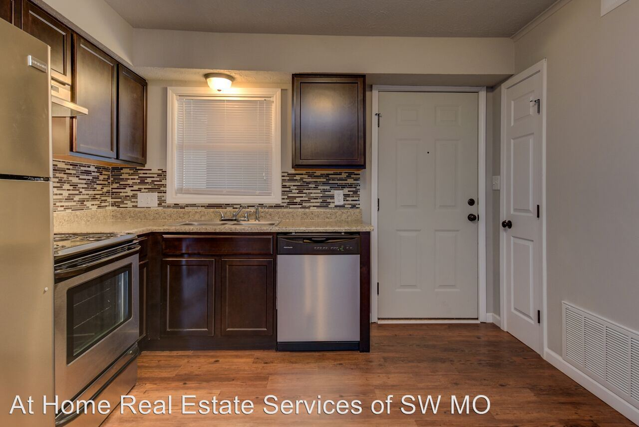 1 Bedroom 1 Bathroom Apartment for rent at 930 S Campbell in Springfield, MO