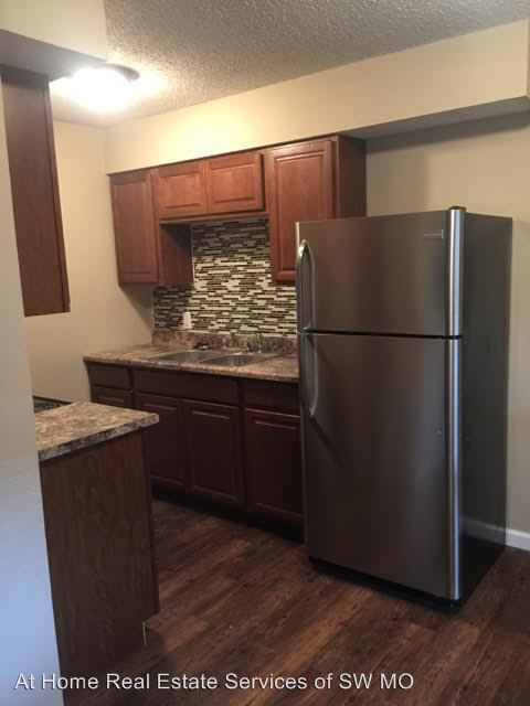 2 Bedrooms 1 Bathroom Apartment for rent at E. Mcdaniel in Springfield, MO