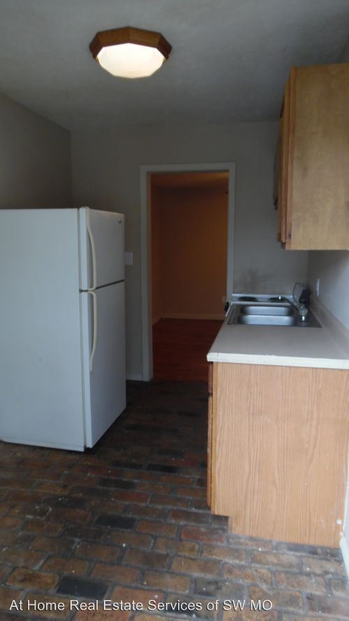 3 Bedrooms 1 Bathroom Apartment for rent at 930 S Campbell in Springfield, MO
